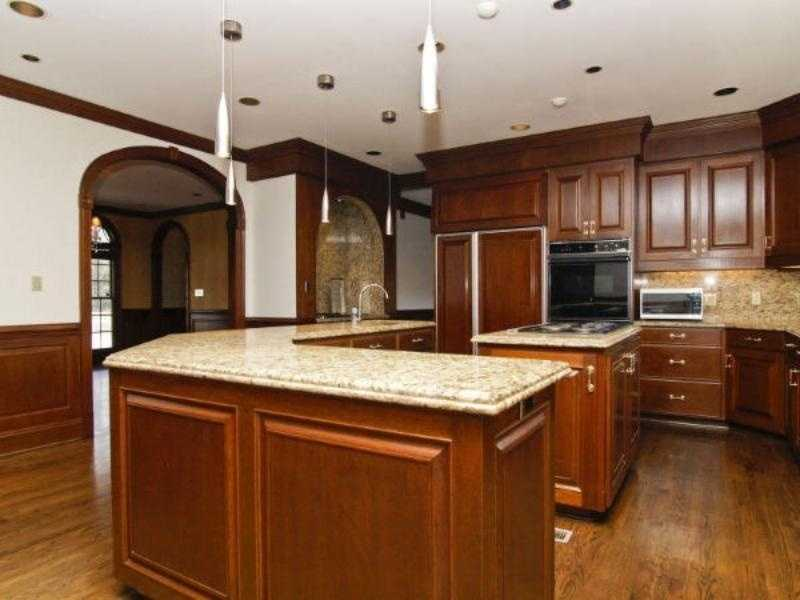 Spacious Kitchen with granite counters