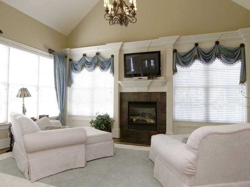 Master Bedroom Sitting Area with fireplace
