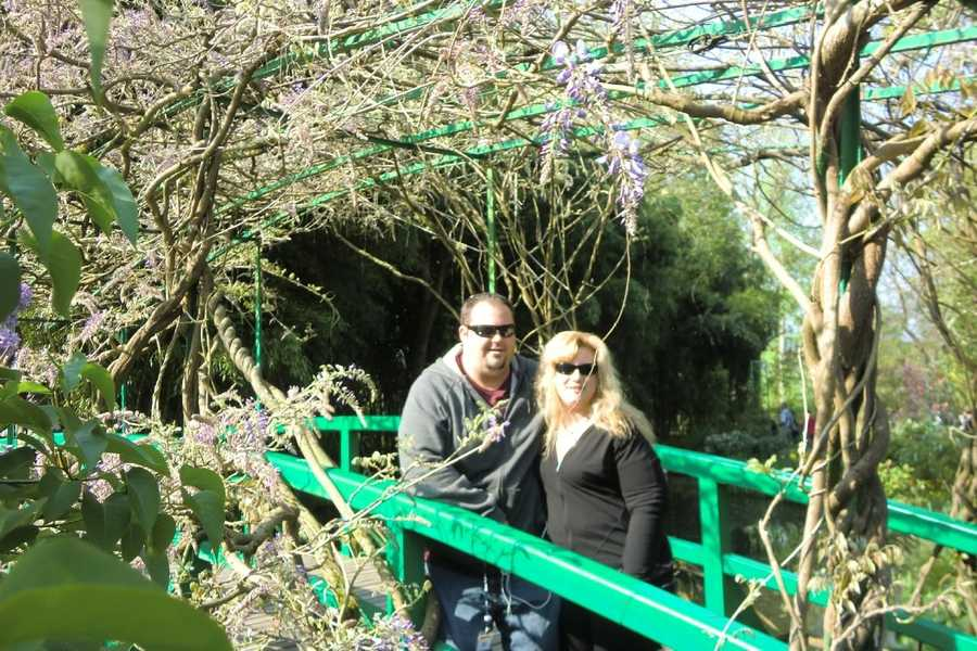 Using beautiful flowers or an interesting archway would make for nice wedding photos.(Claude Monet Gardens at Giverny in Paris, France)