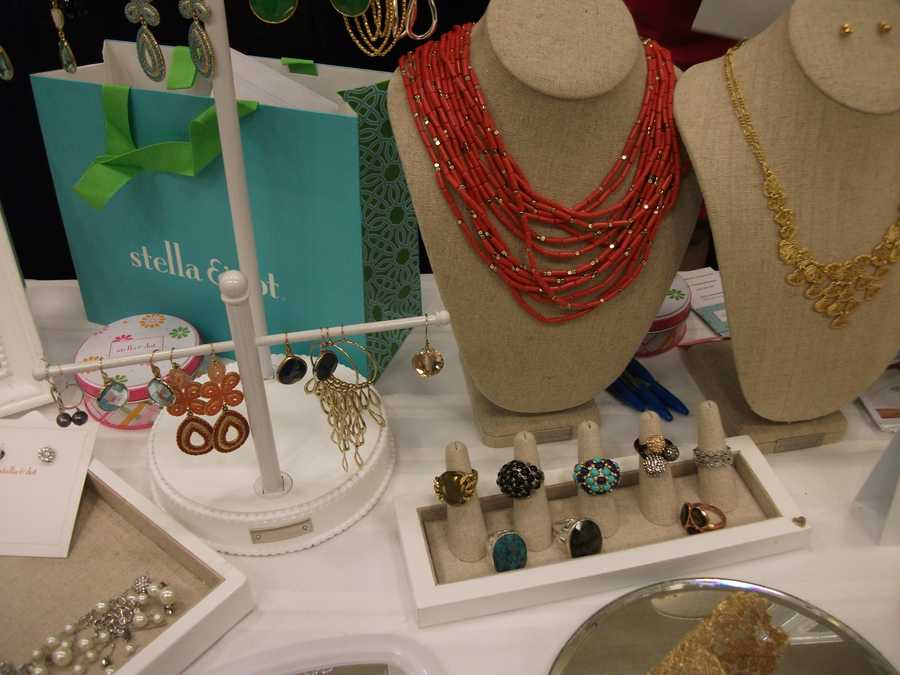 Gifts the bride can buy for the women in her wedding party...(Stella & Dot)