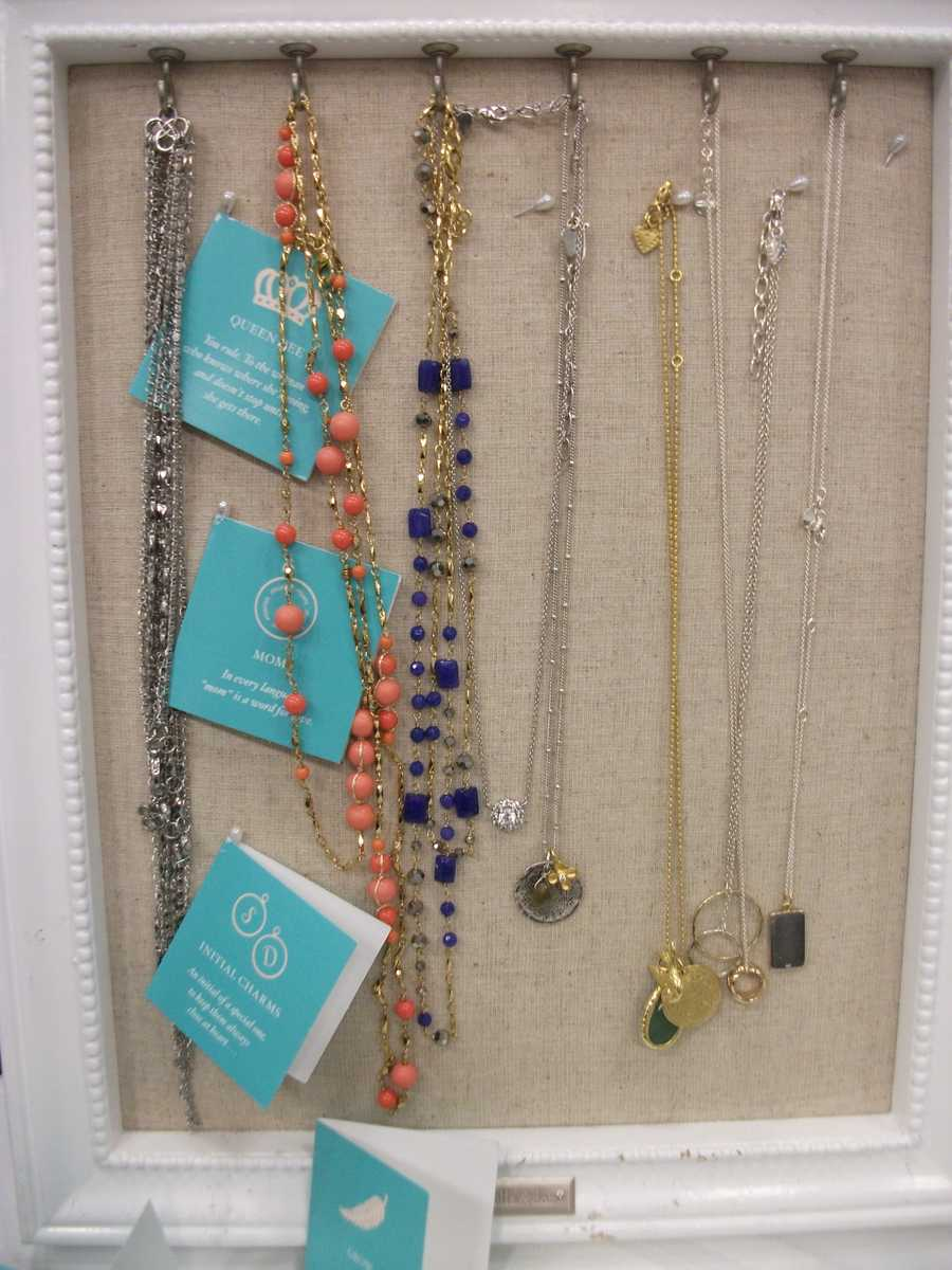 Gifts for those women who helped with the preparations of the wedding, aunts, mothers, or even wedding planners...(Stella & Dot)