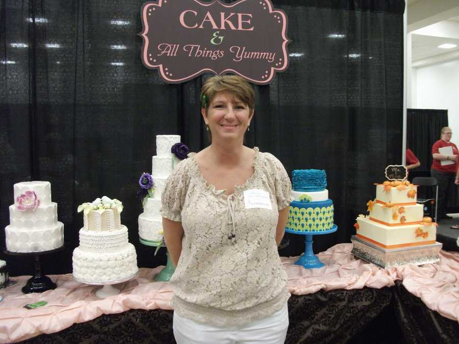 Several cakes with style to choose from at this wedding show...(Cake & All Things Yummy)