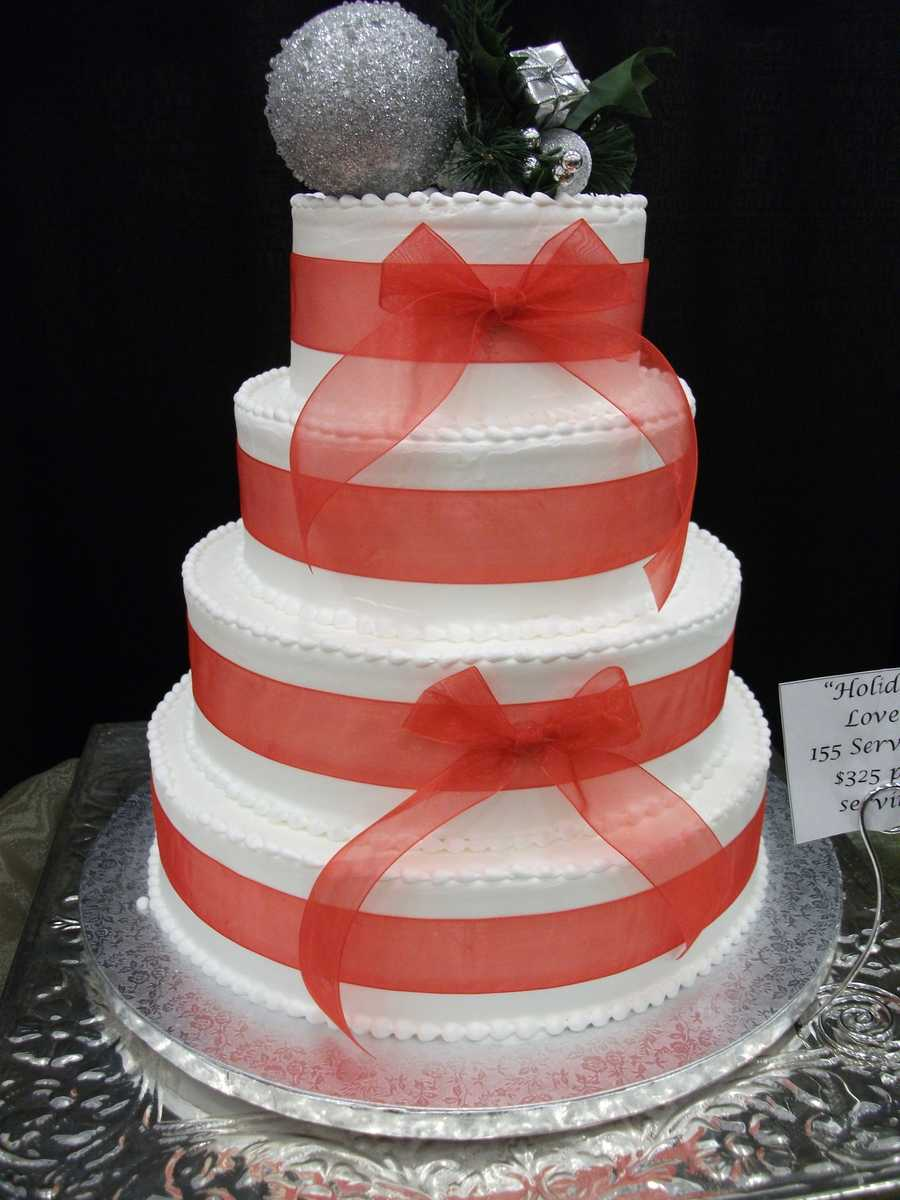Mrs. Pumpkins also can make you some holiday style cakes for your Christmas or Winter Themed Wedding...