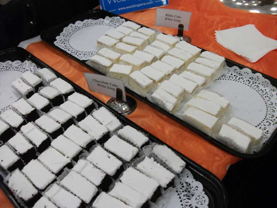 White cake with white icing and chocolate cake with white icing were a few of the samples everyone could try...(Mrs. Pumpkins)