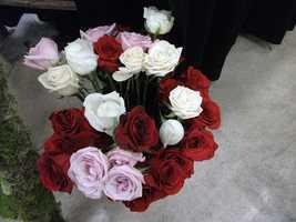 Beautiful bouquets and flower arrangements can show off your color scheme. (Dahlias Flowers)