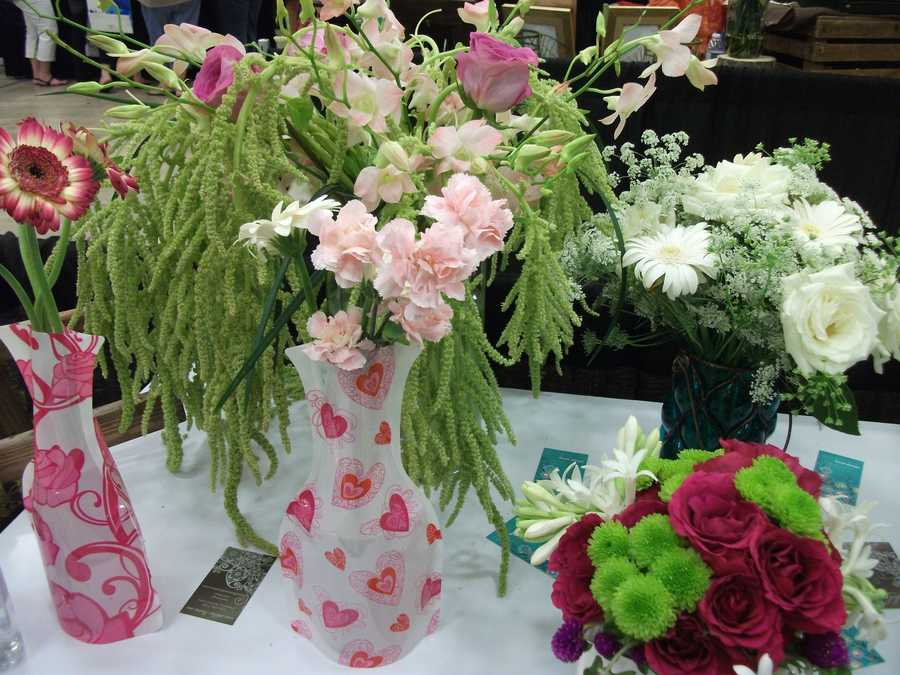 Maybe a Valentine's Day or love is your theme with reds, whites and pinks on reception tables. (Dahlias Flowers)