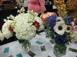 Centerpieces and tablescapes can be made with any of your favorite flowers. Just talk with the florist and see what is best for your wedding. (Dahlias Flowers)