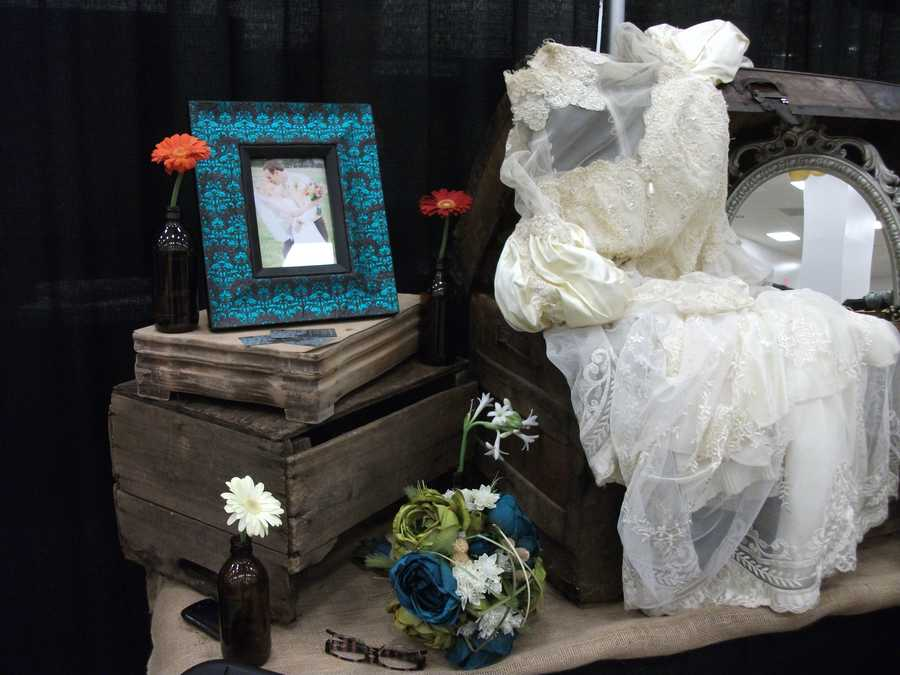 More interesting items to make your wedding photos interesting or reception area fun. Dahlias Flowers won for me as well decorated to help get all kinds of ideas for a wedding at The Carolina Weddings Show...