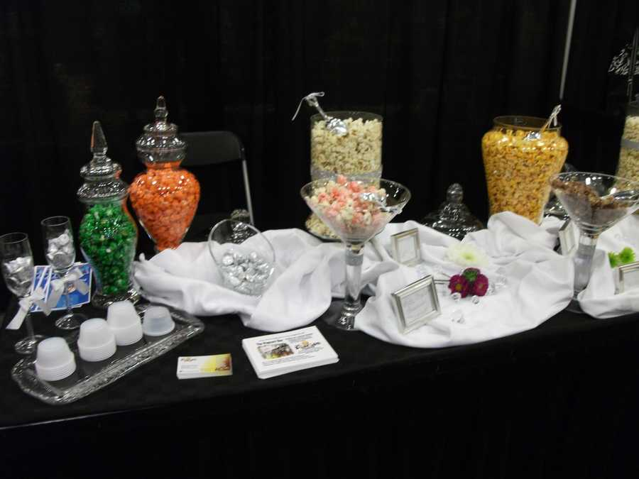 The Popcorn Fanatic can set you up with different colors and flavors for your Red Carpet or movie theme.