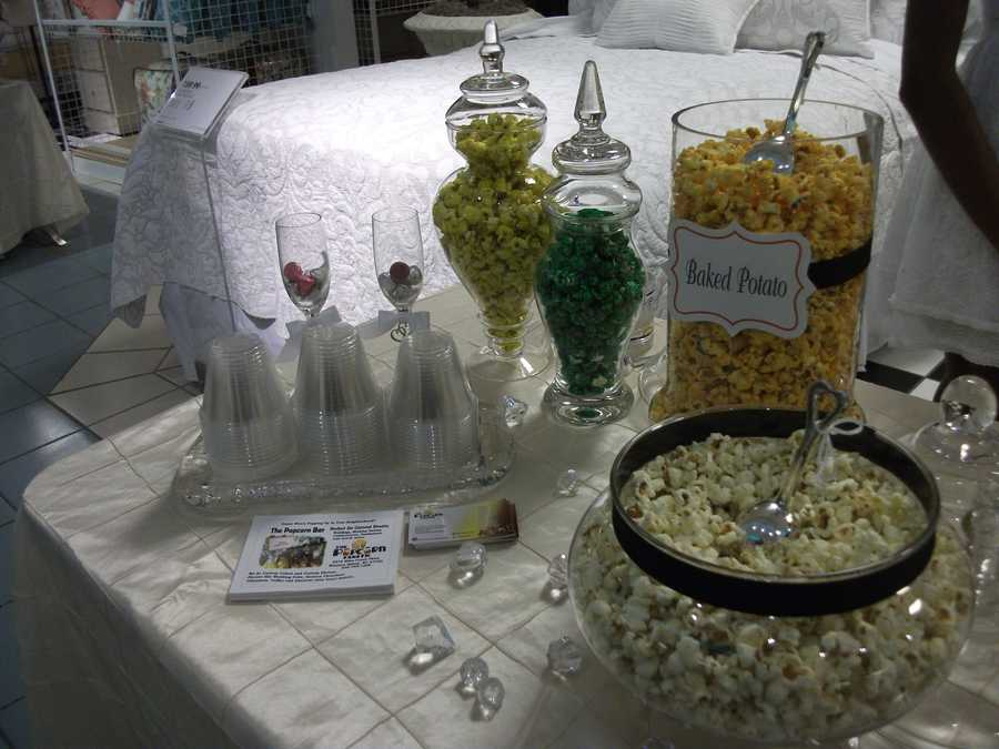 Couples can have a side bar at the reception with baggies for guests to take as favors. (The Popcorn Fanatic)