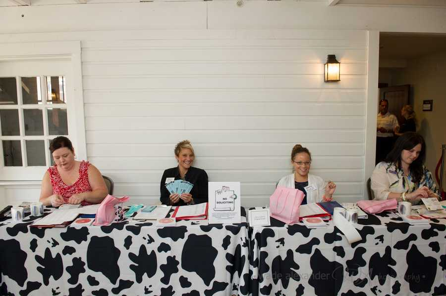 At the WinMock Bridal Show several ladies helped give all information and tickets for prizes to the wedding guests.