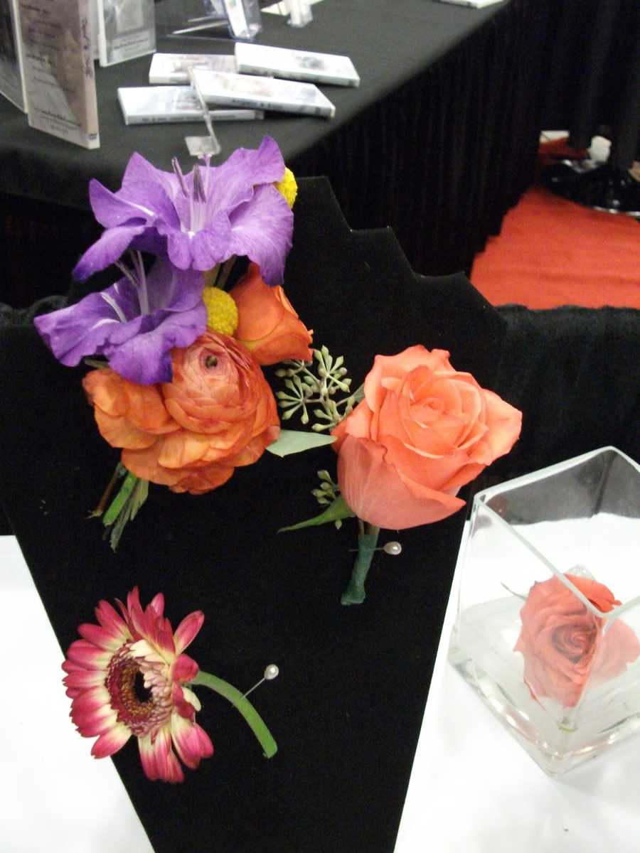 Dahlias Flowers shows several boutonnieres that are fall colors to use with your theme.