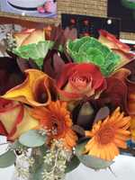 When making your wedding plans think about darker or lighter colors of the autumn palettes. This flower arrangement is great with so many fall colors and the cabbage is a great added touch for the Thanksgiving theme too. (Beverly's of Midway Flowers & Gifts)