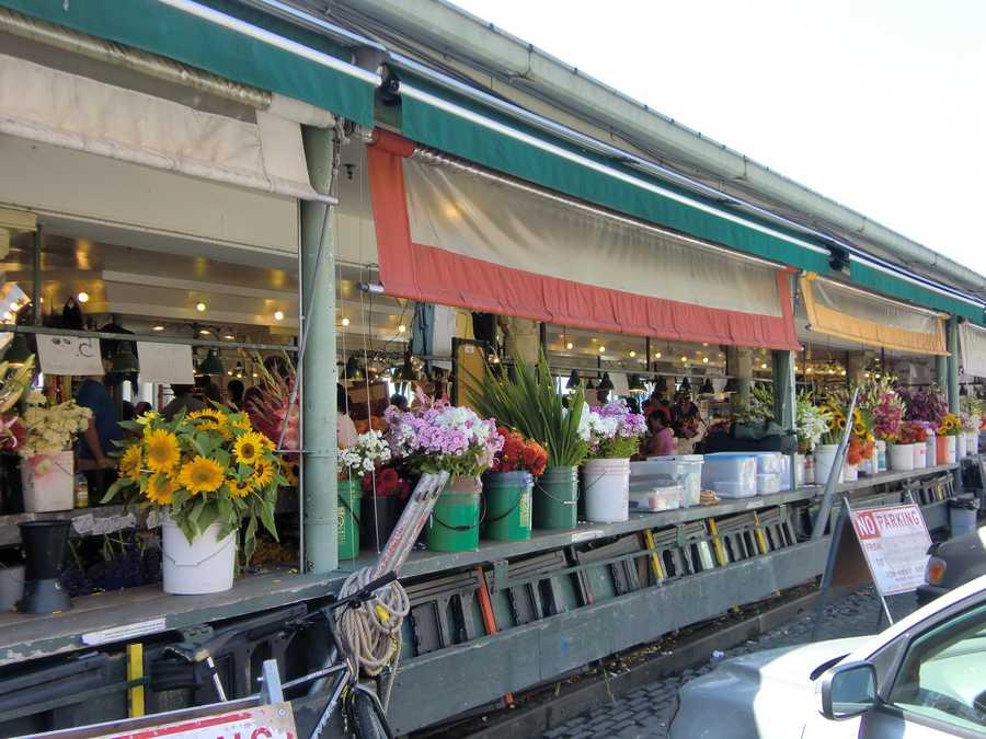 Beautiful flower shopping at Pike Place Market inSeattle,Washington.