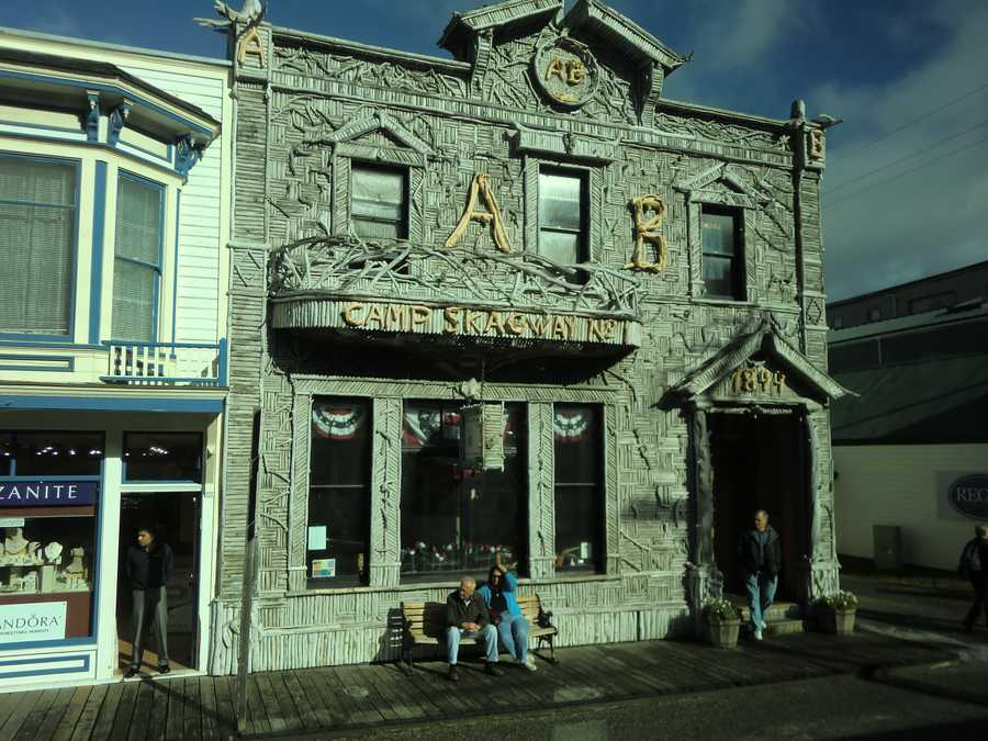 While the town was getting ready for the gold rush a group called the Arctic Brotherhood Camp was established in Skagway, Alaska in 1899. They had more than 300 members of these miners and they met at the Camp Skagway No. 1 building.