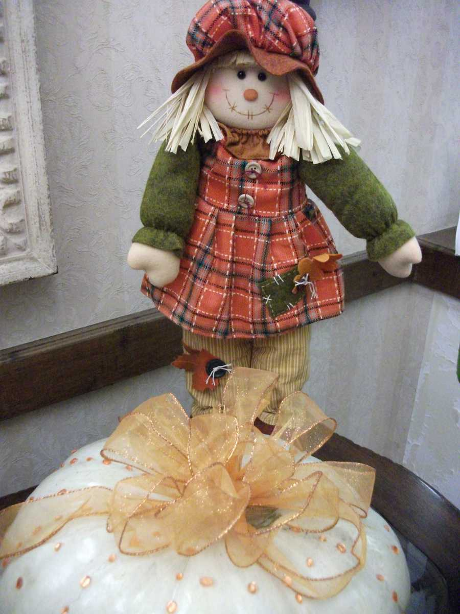 This female scarecrow also makes a cute decoration for one or some of the tables at the wedding reception.