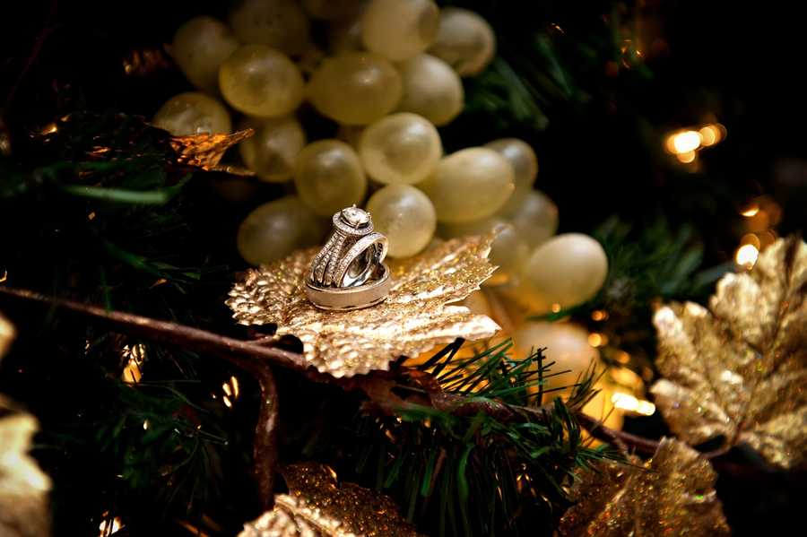This nice Christmas decoration looks great for the wedding ring and band to be displayed for wedding photos...