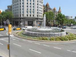 Beautiful fountains downtown for wedding photo opportunities.