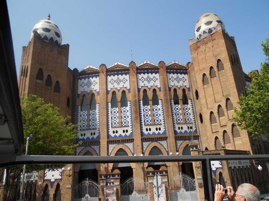 Wedding guests and party will have several buildings to tour and even the newlyweds can enjoy sightseeing.Plaza de toros Monumental is the Monumental Bullring.