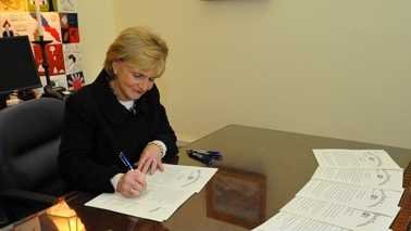 (Official photo from Gov. Bev Perdue's Office)