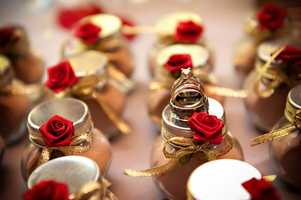 These little roses used in the decoration of the wedding favors for guests shows your Valentine's Day Wedding Theme.