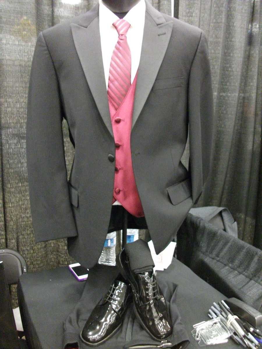 The pink vest and tie with the grey suit looks great for the groom or even bestman and groomens. (Men's Wearhouse Tuxedo Rental)