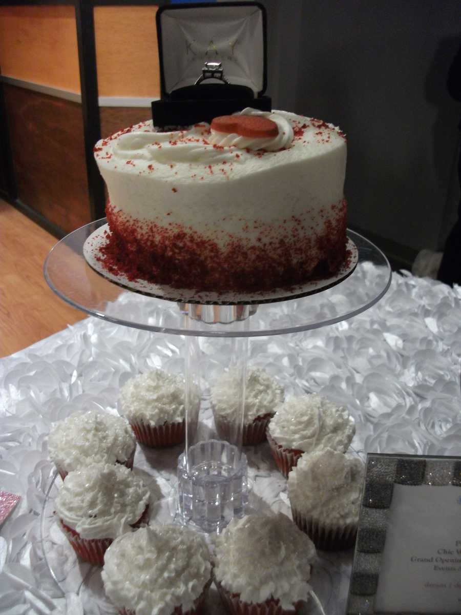 This can also be used at the wedding parties to serve the wedding party or guests at the reception. (E'MAGINE WEDDINGS AND EVENTS)