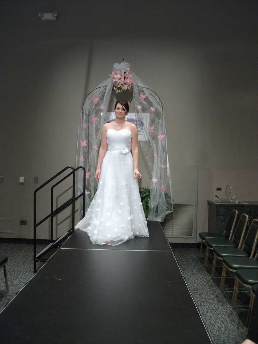 Don't forget to look at detail for your wedding dress to stand out on your wedding day.