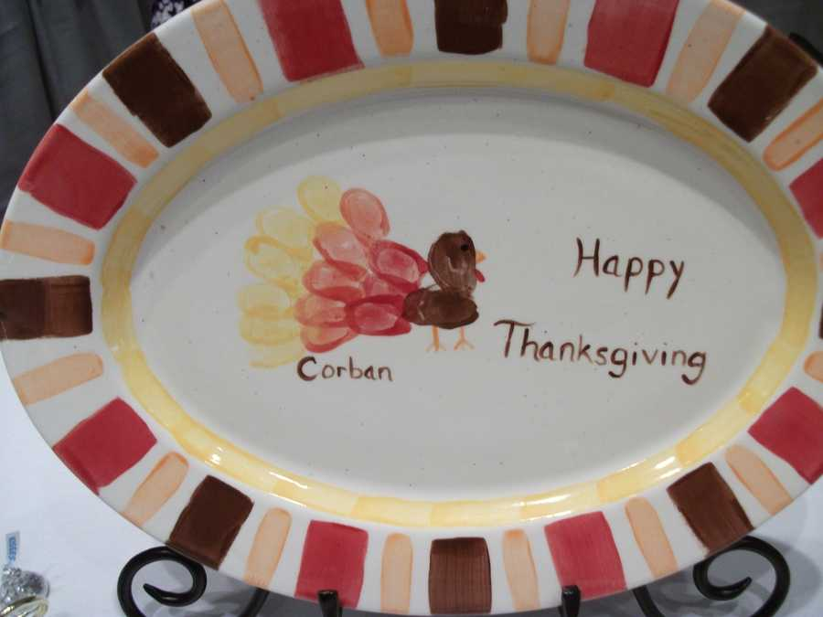 This Thanksgiving style plate would be cute for a Fall/Thanksgiving Wedding Theme. These would be cute at a dessert or other food reception table. (The Potter's Mark)