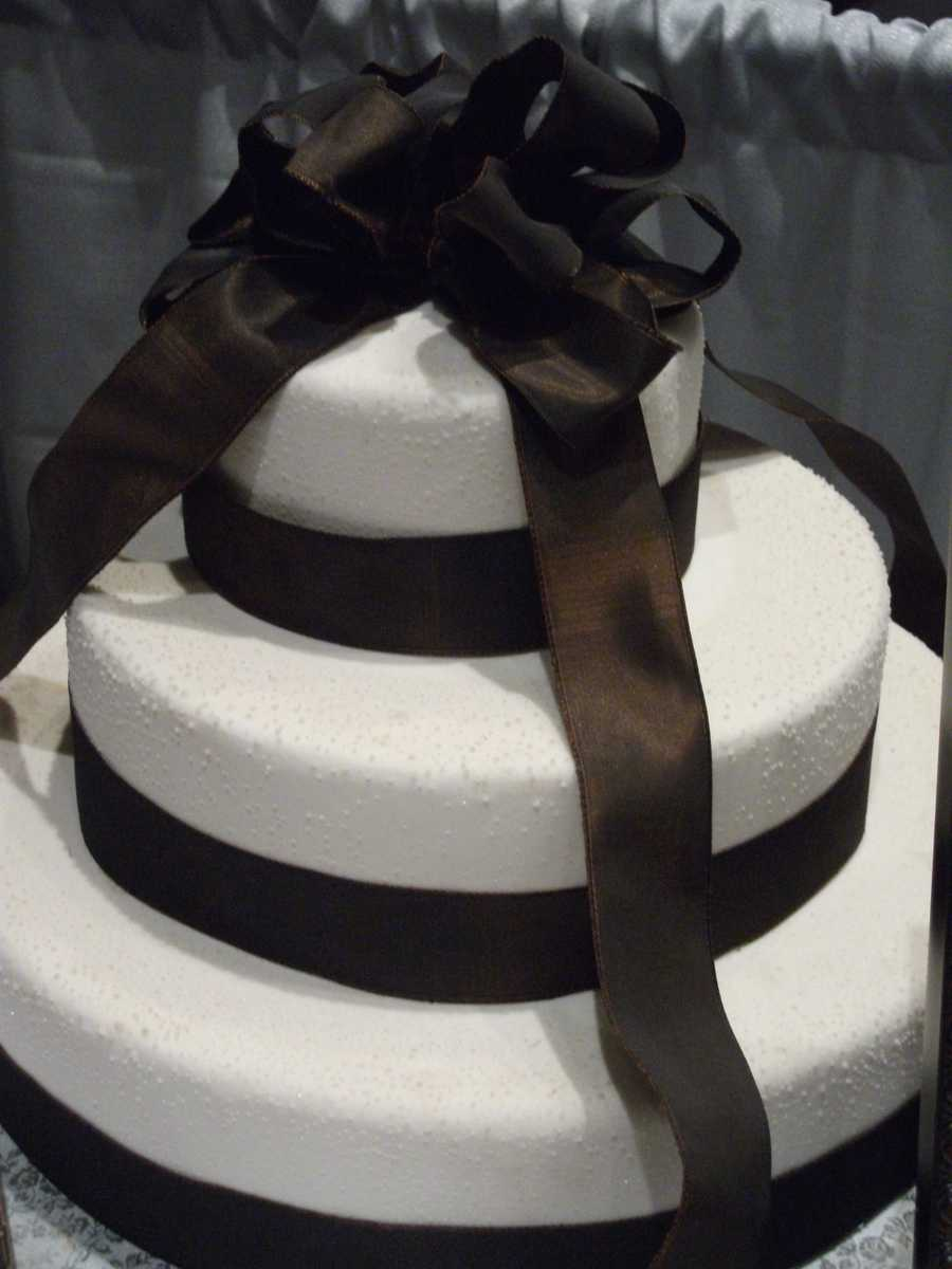 The Cake Lady can help you pick out your favorite flavor and colors to use to match your wedding theme.