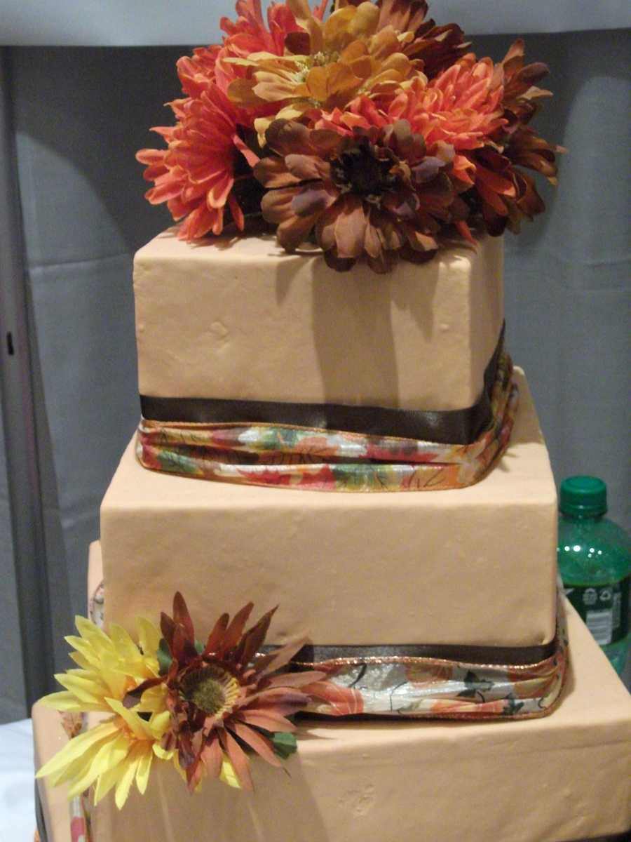 This cake by The Cake Lady would make a great Fall/Halloween or Thanksgiving themed wedding cake.