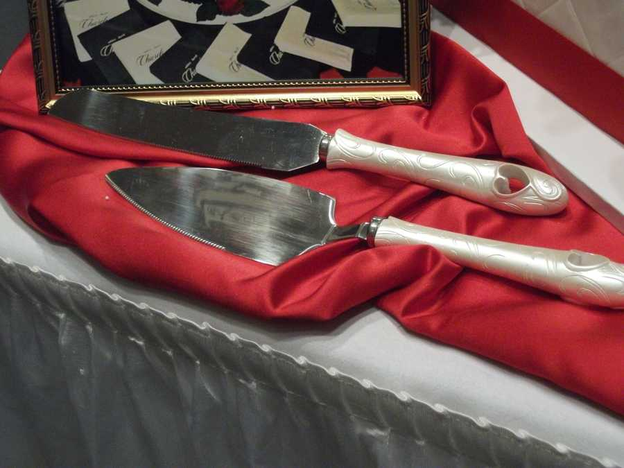 This cake knife and server with the hearts make great decor to go with a romantic or Valentine's themed wedding. (The Cake Lady)