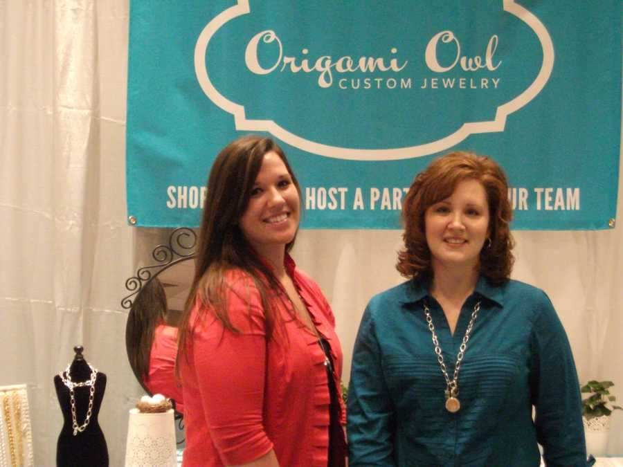 Origami Owl was present to show couples several gifts they may want to buy the wedding party.