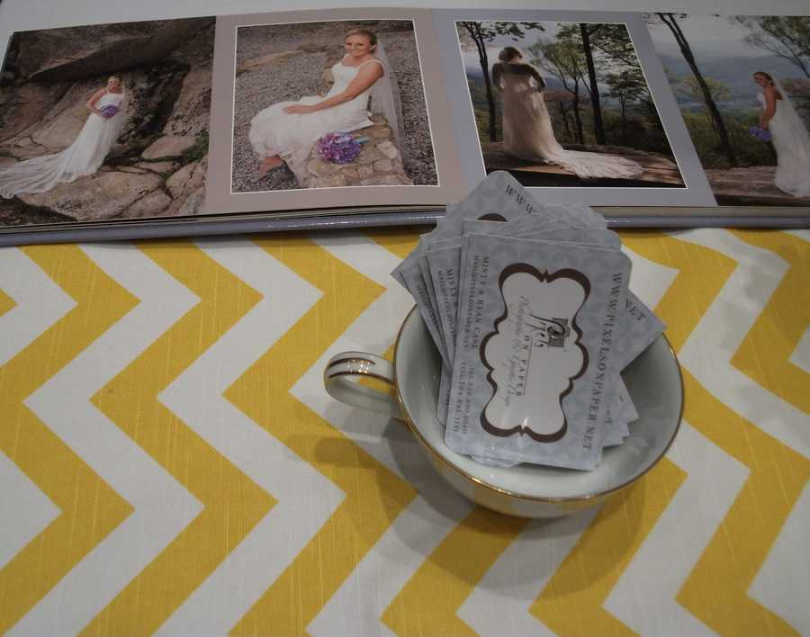 Pixels On Paper Photography and Graphic Design had a few photo albums for future brides and grooms to look threw to see what their samples.