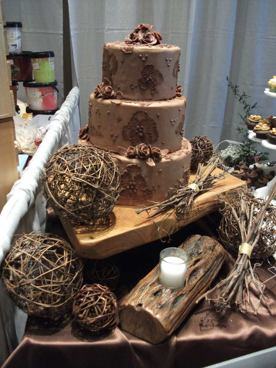 This cake would be incredible for a natures or eco-friendly themed wedding. (Kathy's Kreations Bakery & Confectionary Gift Shop, Email: murphy@skybest.com).