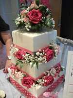 Maybe you want a cake that represents love and/or Valentine's Day Wedding Theme. (Kathy's Kreations Bakery & Confectionary Gift Shop, Email: murphy@skybest.com).