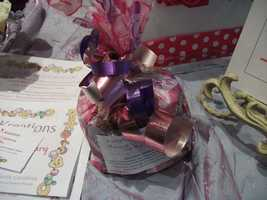 Kathy's Kreations Bakery & Confectionary Gift Shop had several samples for people to take home. Maybe some of these goodies could be your favor bags for guests. Email: murphy@skybest.com.
