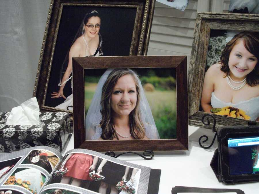 Kari V Photography had several ways to help couples see her work from photos everywhere in the booth, albums and even her smart phone was setup. (facebook page)
