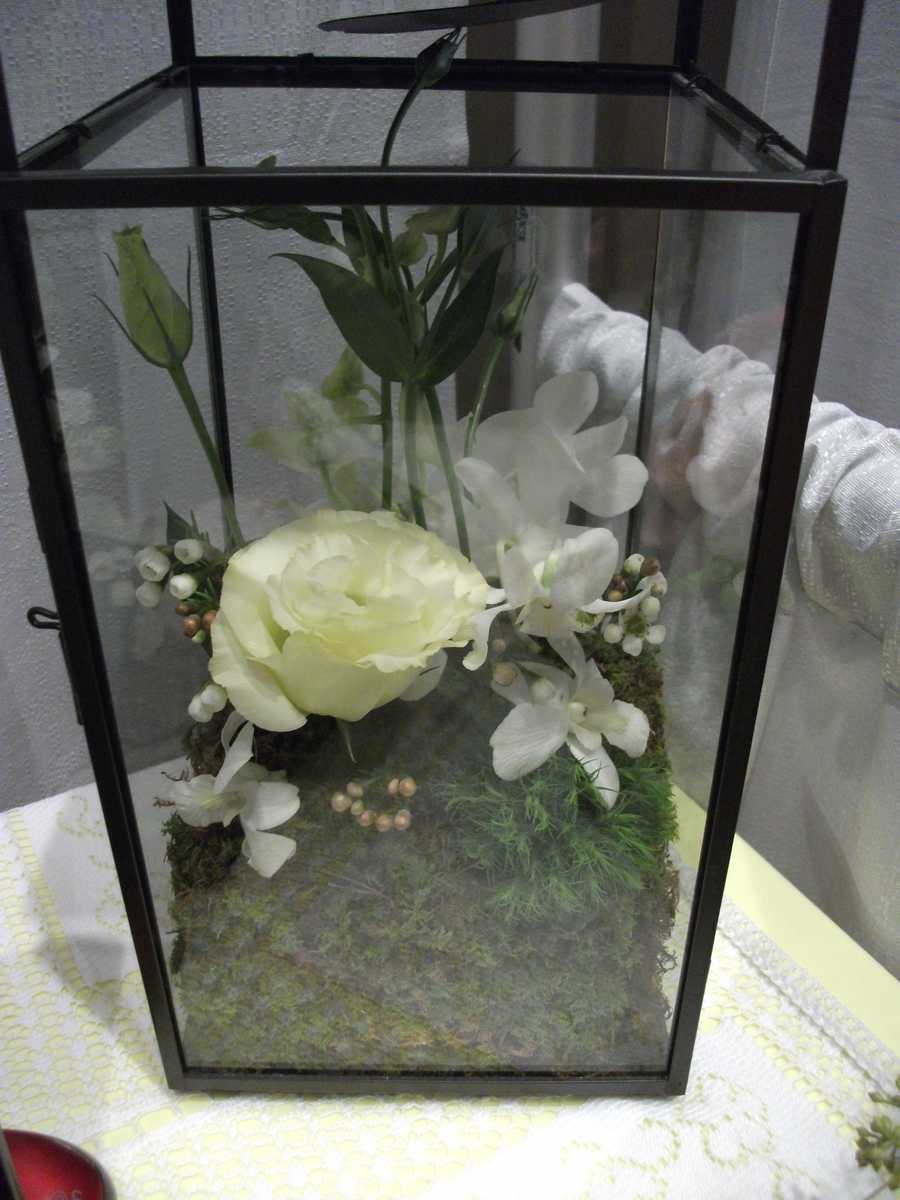 Innovative Occasions had this nice decorated box that makes a great Nature/Eco-friendly themed wedding centerpiece.