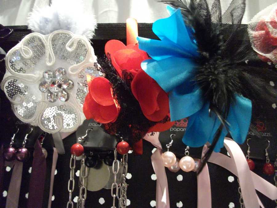 One of these hairpieces could be used by the bride. Paparazzi By Judy, contact: paparazzibyjudy@gmail.com.