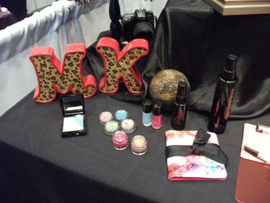 Products from Mary Kay can also be given as presents to the ladies in the wedding party.