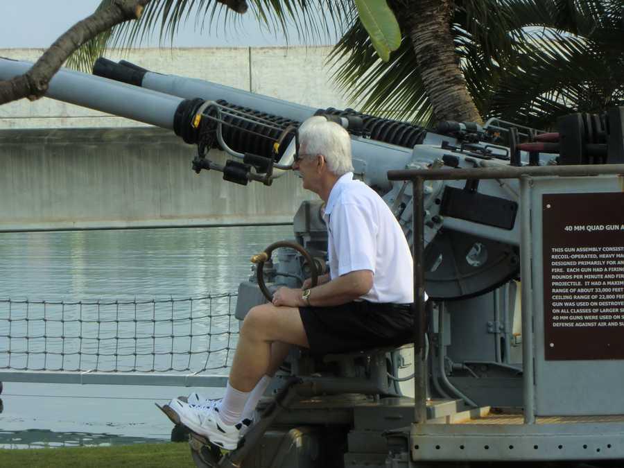 David takes his aim with the USS Bowfin Submarine Museum & Park 40mm Quad Gun.