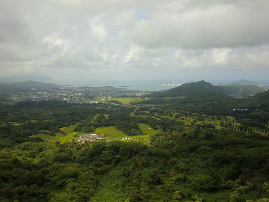View from above going up to the Battle of Nuuanu mountains.