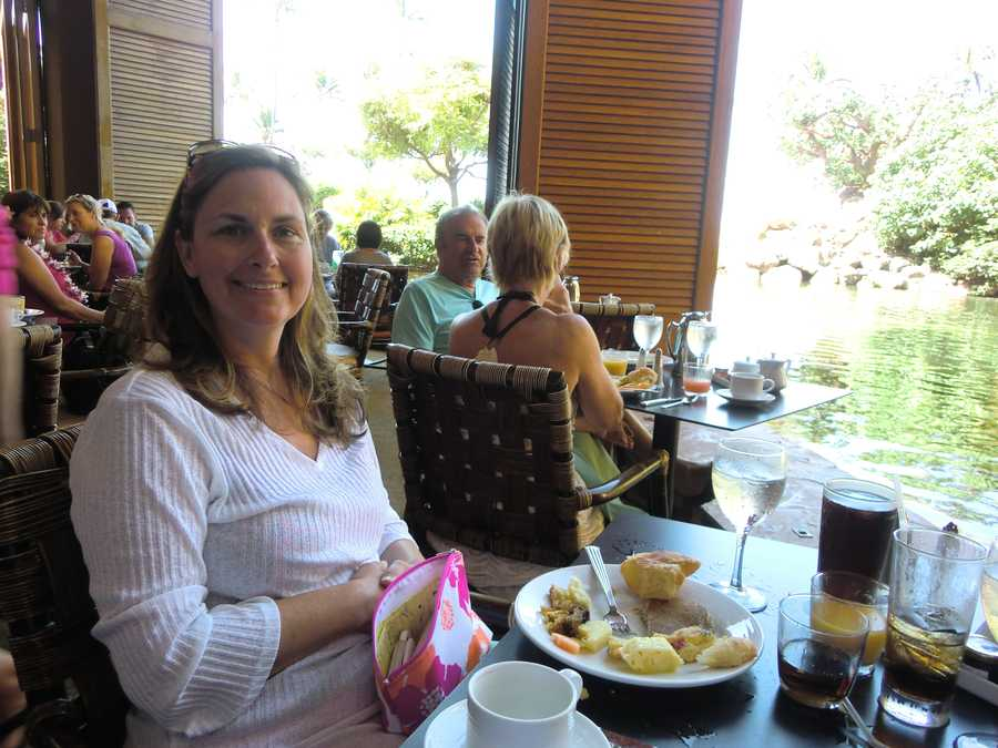 Angela and several other travelers from the Piedmont enjoy their breakfast.