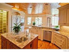 Gourmet Kitchen with walk-in pantry
