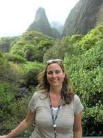 Angela in front of the Kuka'emoku ('Iao Needle).