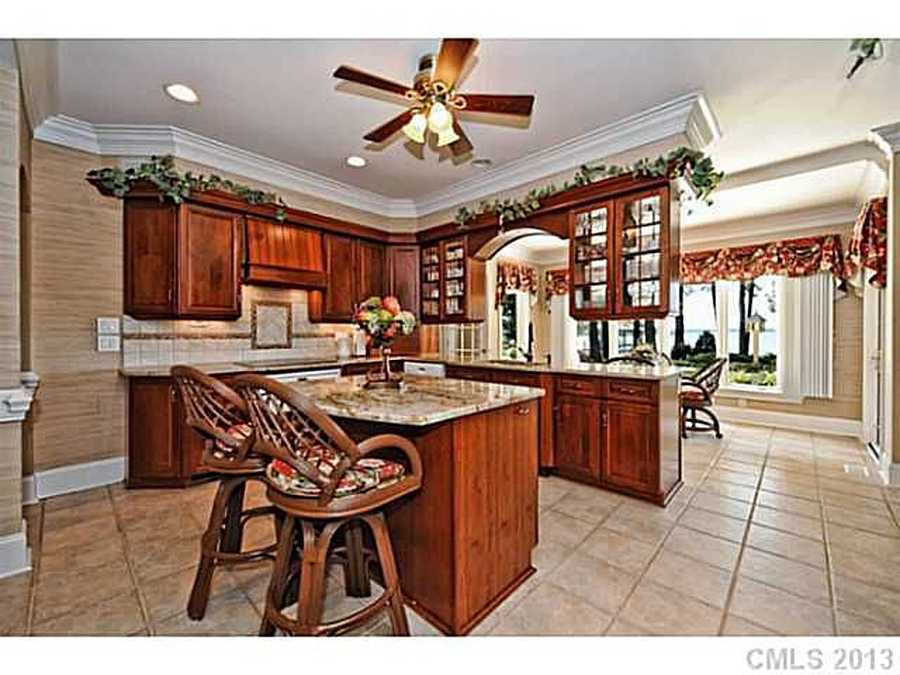 Gourmet Kitchen with Breakfast Area