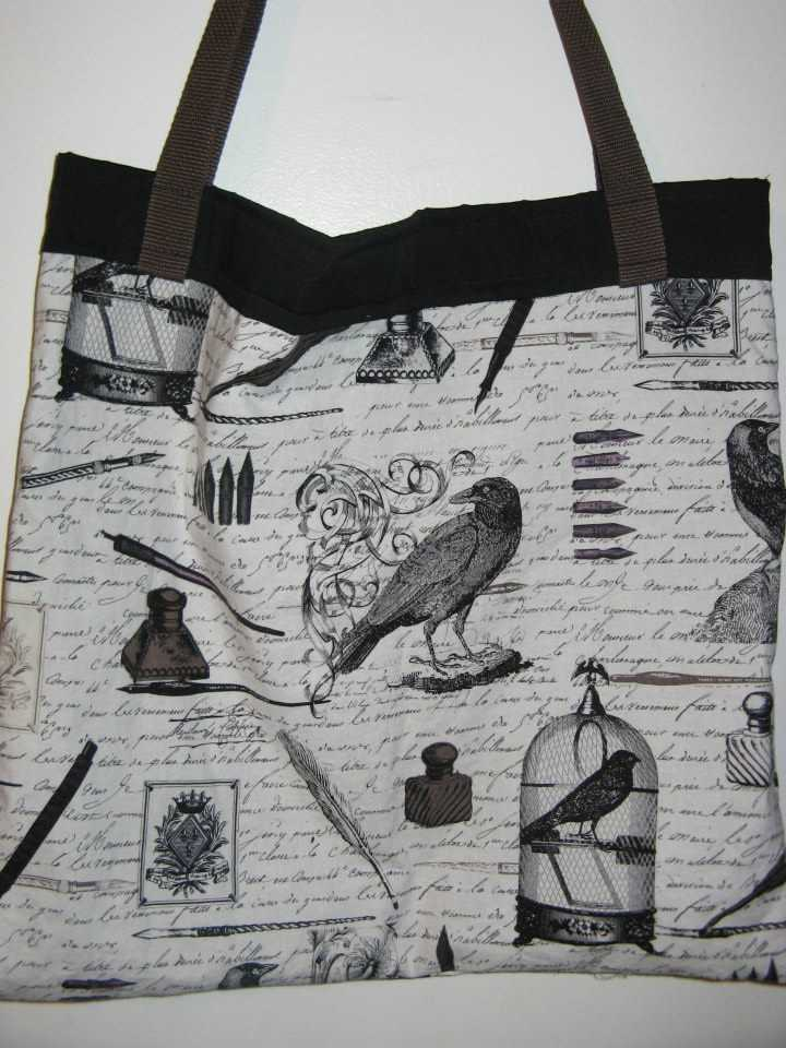 These Halloween themed bags would be good for gifts for your wedding party and smaller ones can be made for wedding guests favors. (The Hags Bags)