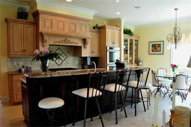Gourmet Kitchen with Breakfast Area