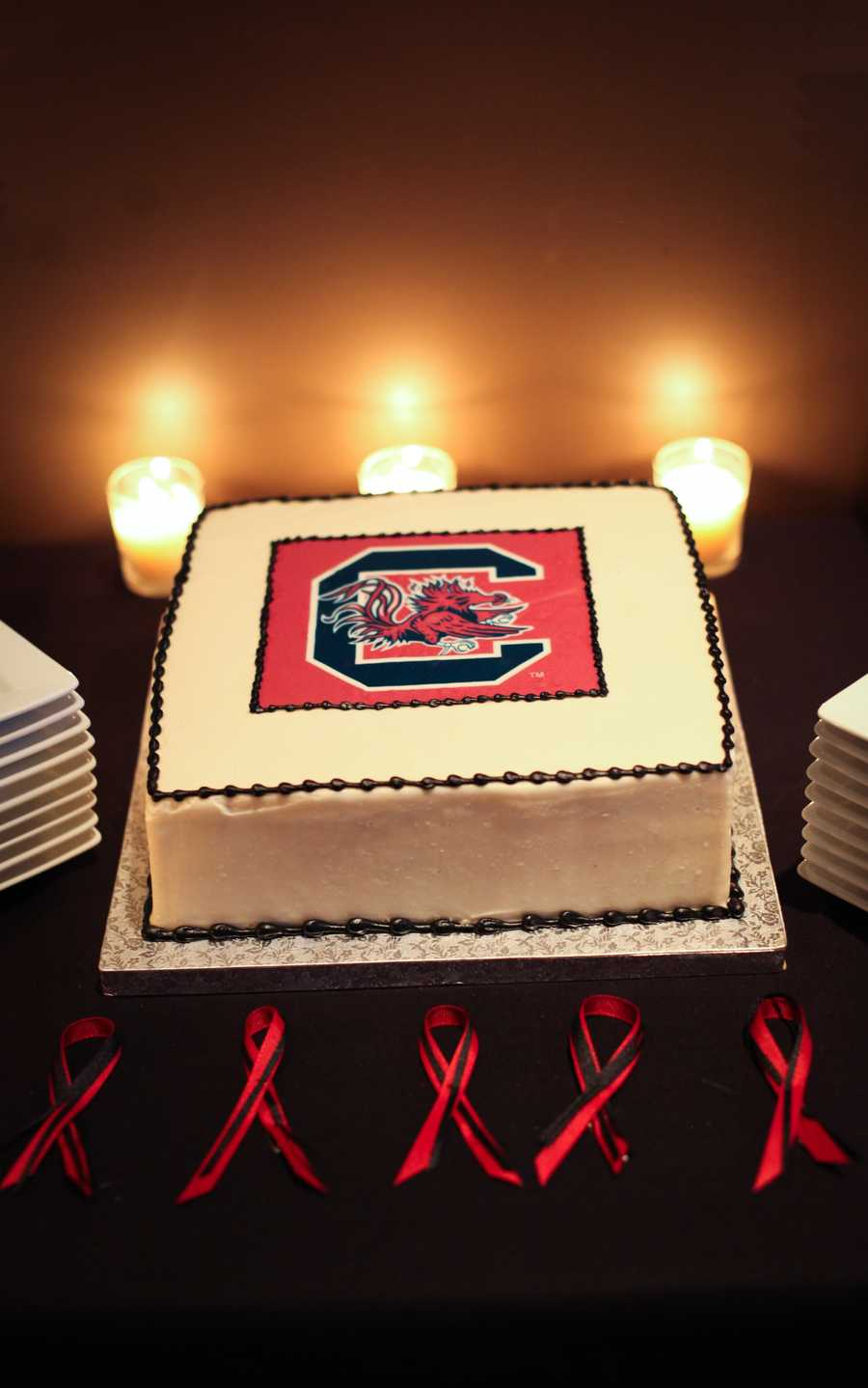 The groomsman cake or the wedding cake can have the logo of your favorite sports team.